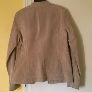Jackets & Coats - Gorgeous timeless suede jacket!